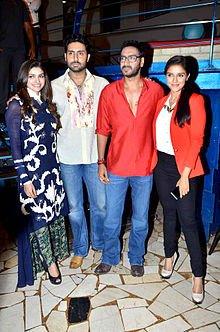 Prachi_Desai,_Abhishek_Bachchan,_Ajay_Devgn,_Asin_'Bol_Bachchan'_team_on_the_sets_of_Taarak_Mehta_Ka_Ooltah_Chashmah_04