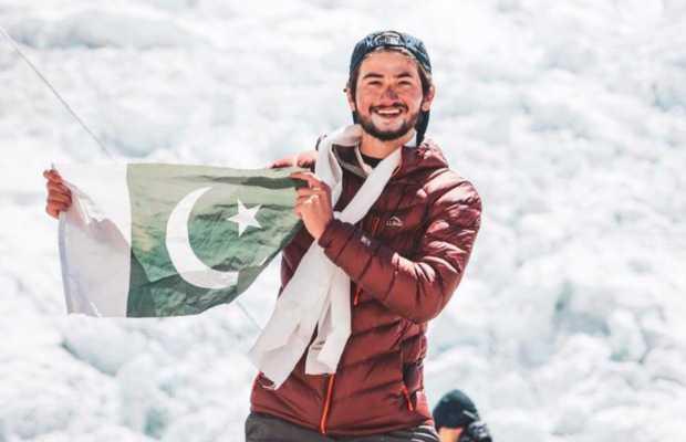 Shahrooz Kashif climbs Mount Everest 1