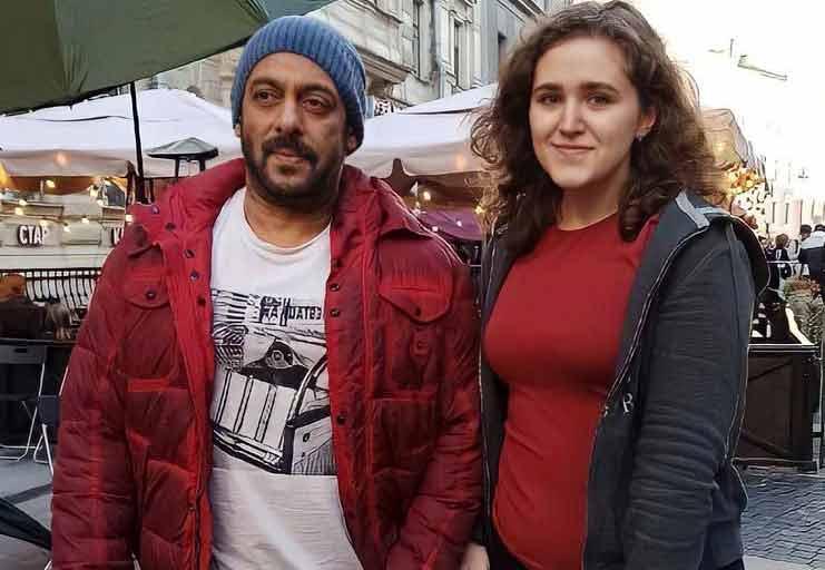 Salman-Khan-with-Russian-Fan